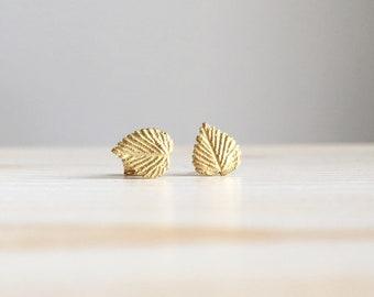 Green gold leaf textured stud earrings. Handmade 18k gold leaves earrings.