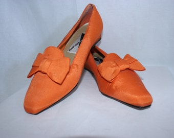 Vintage orange bow kitten heel shoes