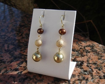 Three things gold 585 (14 K) with freshwater cultured pearl earrings!