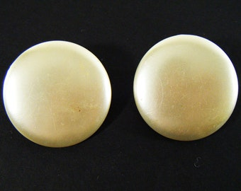 "Vintage 60's Oversized Pearly White Round Clip On Earrings 1 3/8"" x 1 3/8"""