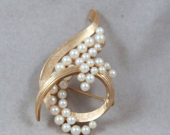 Vintage Trifari Brooch Pin with Pearls Free Shipping