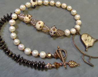 Resin Flower Pendant-Artisan Lampwork Beaded Necklace-Freshwater Pearls-Artisan Necklace/Pendant-Artisan Lampwork Beads-SRAJD