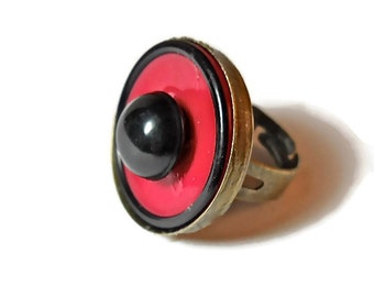 Vintage Button Ring Celluloid Red Black Vintage 1940s Button