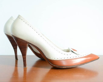 1960s Spectator Style Stilettos in White and Brown Size 7
