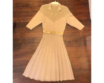 Vintage 1940s -50s Knit dress with belt