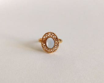 Vintage 70s Sarah Coventry ring mother of pearl gold tone Filigree Satin Lace 1978 Victorian style