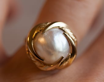 Estate 14k Solid Yellow Gold and Cultured Mabe Pearl Ring, Size 5
