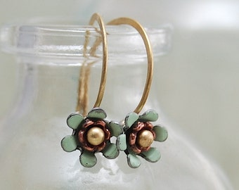 tiny flower earrings, mint green flowers, dainty jewelry, enamel flower earrings, vintage enamel