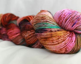 VIVID DREAMS Speckled Hand dyed super wash merino nylon 75% 25 sock 100 grams 463 yds