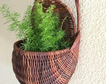 Wicker wall pocket basket