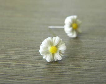 White Daisy Flower Post Earrings Flower Stud Earrings 7mm
