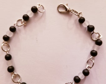 Black and white frosted beaded bracelet