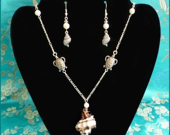 Sea Shell and Sea Turtles Freshwater Pearl Necklace and Earrings Set