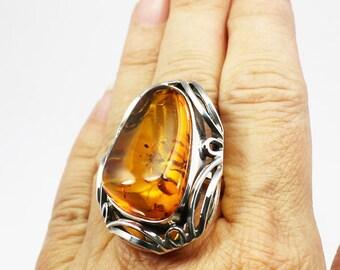 GRAND anneau d'ambre Baltique avec bordure ornée argent 925e argent grande taille ambre cognac couleur fait main vintage taille de bague 9