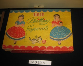 Pressman Twin Knitting Spools  in original box    [geo3909bt]