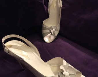 Vintage peep toe heels white leather sling back sandals Bridal Wedding 80s does 50s stilettoes