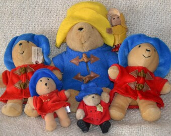 PADDINGTON BEARS, lot of 6, sooo adorable, in many Sizes and Shapes, all dressed in AUTHENTIC Hooded Jackets and Hats,some have Tags, Boots.