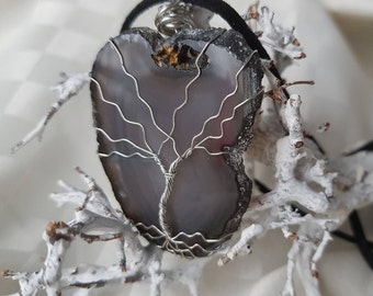 Chain Tree of Life on disc black Agate