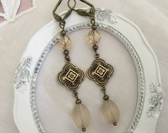 Ivory Art deco brass earrings chique romantic champagne earrings champagne cottage earrings
