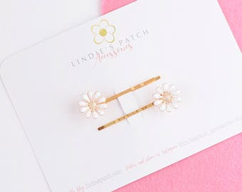 Daisy flower and gold hair grips in a set of two  |    Perfect occassion hair accessories