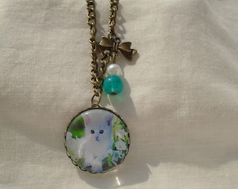 Necklace cabochon white kitten