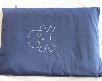 Mattress cover changing gray embroidered skull