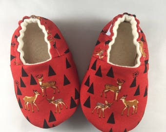 Deer baby shoes, baby shoes, baby slippers, soft sole shoes, toddler shoes, deer print, baby shower gift, baby boy shoes, crib shoes
