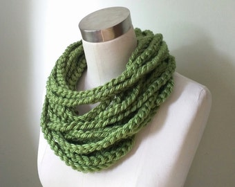Green Chain Scarf Necklace / Short / Crochet Scarf / Rope Scarf