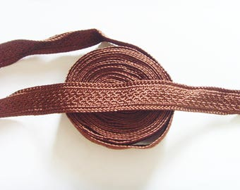 Ribbon trim Brown jewelry fashion accessory.