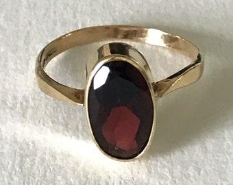 A 9k Garnet Gold Ring