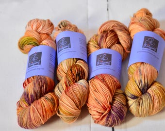 Hand dyed yarn - Fingering weight - Darr
