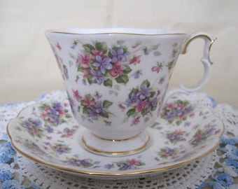 ROYAL ALBERT Bone China Teacup and Saucer - Nell Gwynne - Richmond
