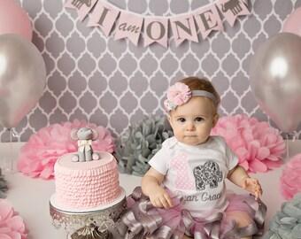 1st Birthday Banner / I am one banner / 1st birthday girl / Elephant 1st Birthday / Happy birthday banner / Pink and gray / Highchair banner