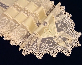 Table runner ecru Silk with Viennese lace border:Table runner AC-02
