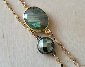 NEW! Round pyrite and gold chain bracelet. Grey. Black. Faceted. Minimalist. Stackable. Trendy. Gemstone.