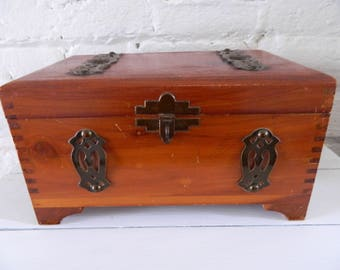 Vintage Wooden Trinket Box Lidded