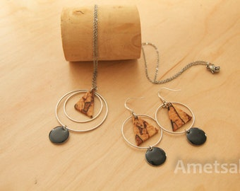 This jewelry set made of wood/necklace and earrings made of spalted beech wood / wood and metal/modern and geometric