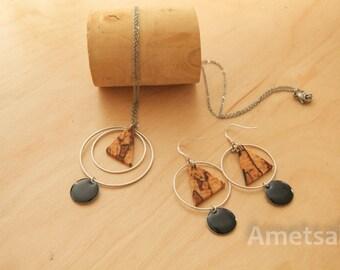 Parure de bijoux en bois/Collier et boucles d'oreilles en bois de hêtre échauffé/Bois et métal/Moderne et géométrique