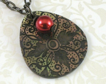 Black & Red Teardrop Floral Motif Shell Pendant - Twilight