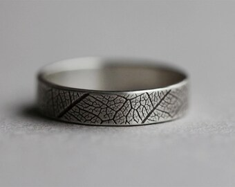 tree leaf print ring. intricate pattern band. oxidized sterling silver. antique forged jewelry. organic nature stacking ring. (forest wife.)