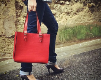 Rigid handbag red leather