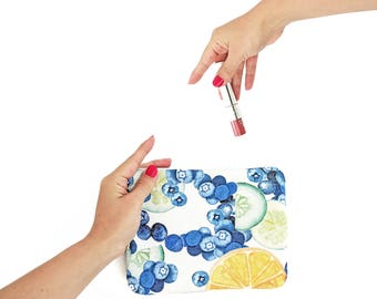 Neceser azul - Bolsa para viaje - Neceser estampado cóctel azul de arándanos.  Estuche cosméticos.