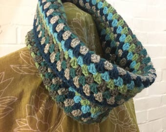 Crocheted cowl neck warmer