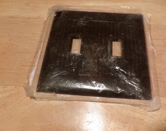 Switch Plate Vintage NOS Sierra BAKELITE Ribbed Double Wall Light Brown, 1940's prop