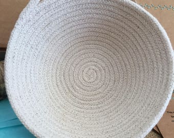 Natural Coiled Rope Bowl / Basket with handle