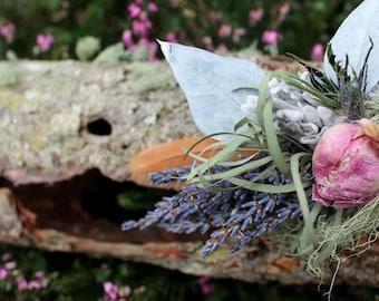 Coastal Pine Log Centerpiece, woodland wedding centerpiece, pine bark, pine log, rustic wedding decor, dried floral arrangement, wood slab