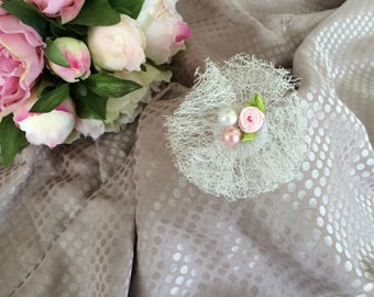 Flower 7 cm in white tulle and pearls