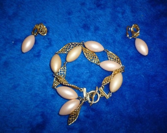 Charming pink pearl bracelet and earring set