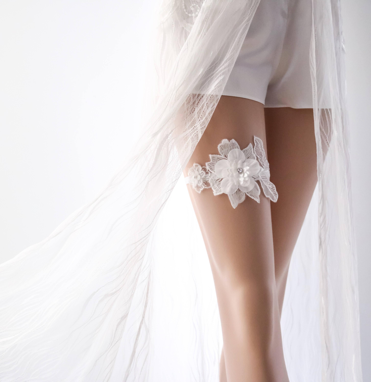 White Wedding Garter: Wedding Garter White Bridal Garter White Lace Garter