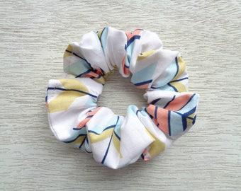 Boho Scrunchie, Feather Scrunchie, White Scrunchie, Hair Scrunchie, Bohemian Scrunchie, Hair Accessory, Hair Elastic, Ponytail Holder